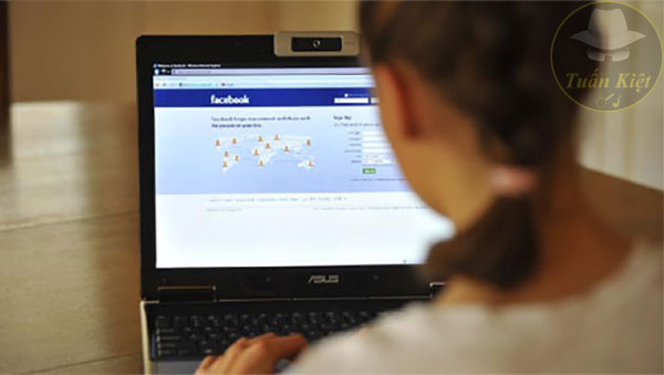 Trưởng thành là khi không phải cái gì cũng đăng lên Facebook